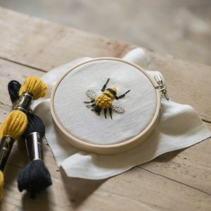 樋口愉美子先生デザイン「ウールステッチキット」。刺繍がはじめての方にもおすすめです。