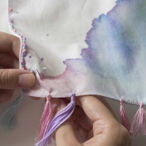 coci la elleさんデザインのキットは、ハンカチに自由に刺繍を施します。