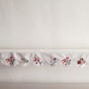 ハンガリー刺しゅう 棚飾りキット 棚や窓辺を飾る布が作れます。新作です。