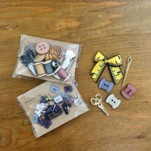 輸入飾りボタン。糸巻き柄など、布博にぴったりのものを詰め合わせました。