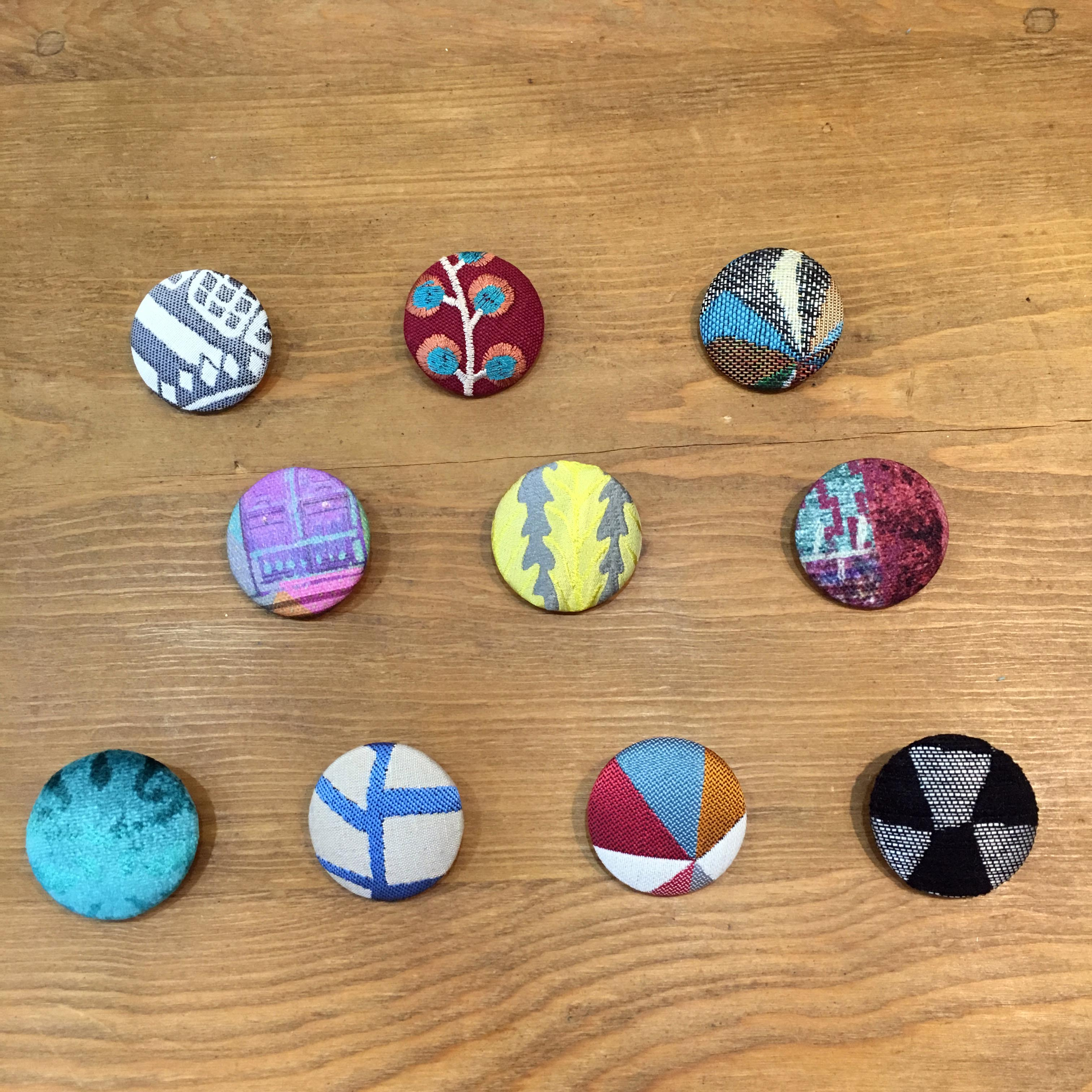 ヨーロッパの生地で作ったオリジナルくるみボタンです。