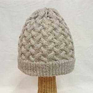 ROWANソフトヤクDKのニット帽。コットンにヤクがブレンドされた上質素材です。