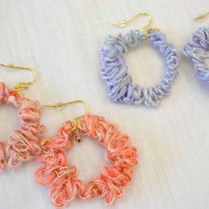 紡ぎ糸を編んだアクセサリー