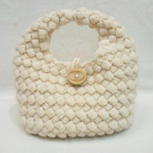 ROWANキッドクラシックのミニバッグ。網代編みによるプックリした編み地がカワイイ。