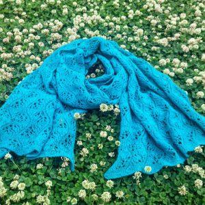 「編んで楽しい着て心地よいものを目指して」編む人が楽しいオリジナルパターンを作られているcorridor knitting (コリドーニッティング)とのコラボ企画。布博にて新発売。カシミヤ80%セーブル20%の糸でつくる高品質ストールの編み物キット。(毛糸1コーン+レシピ)