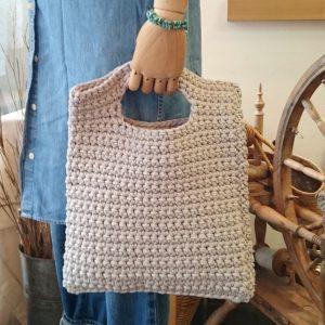 PUPPYフリーの2WAYバッグ。細編みで仕上げた簡単デザイン。