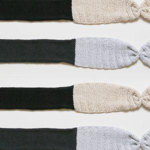 前で結ぶタイプのヘアバンドもコットン素材のものを5-6色展開で持っていきます。