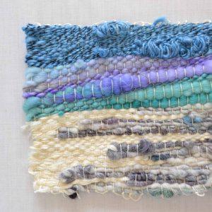 紡ぎ糸をユニークに織ったテキスタイル。Tシャツに縫い付けてポケットにしても素敵です