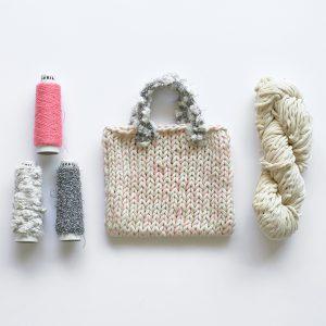 本体はほのかにヒノキが香る糸と細い麻糸を組み合わせています。