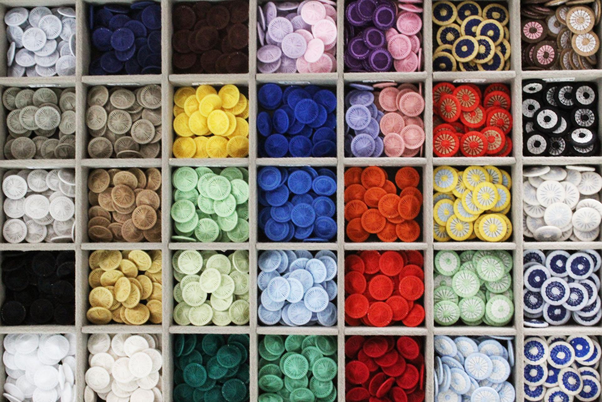 るり色、藤色、ミント、オレンジ。新らしい色あります。新色と言うか、メーカーのデッドストック糸で作りました。