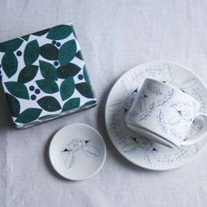 スワンの陶器を布博で初お目見えします。 森のボックス付きです。
