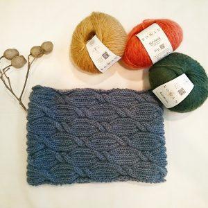 ROWANキッドクラシックのスヌード。ウールにモヘアがブレンドされた美しい糸です。