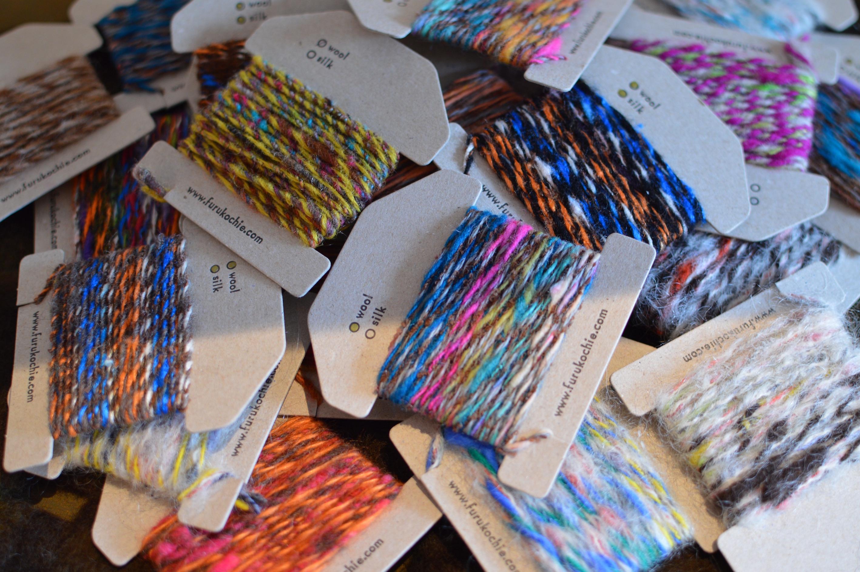 羊毛と絹の手紡ぎ糸。
