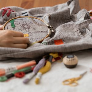 cd16a3d4dac2 LECIENさんとつくったテキスタイル、EMBROIDERY TOOLS。刺繍の道具をモチーフにしたプリント生地。すきなところにぬりえをするように刺繍 していただけます。