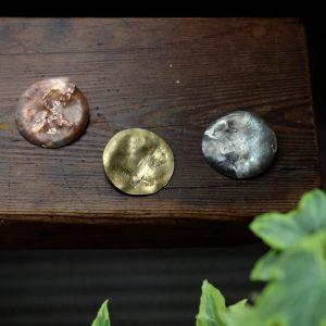 銅、真鍮、洋白の3種類で製作しました。