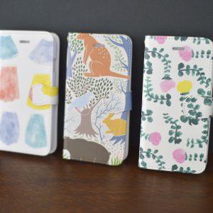 プリント柄のiPhoneケース。手帳型と背面のみのタイプの2種類ご用意いたします。