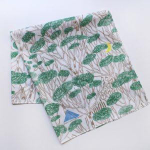 新作コレクション 'island' より。原生林をイメージしてデザインした柄です。ハンカチの他に生地もあります。