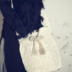 ラメ糸の工場さんがオリジナルで作ったラメ糸入りの帆布にシャングリラ柄をプリントしました。