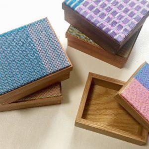 木工作家 岡野達也さんと作ったboxもすこしですがお持ちします。
