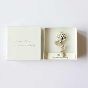 one flower brooch