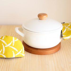 鍋つかみは、使っていてアクセントになるプロダクト。