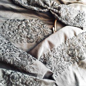 黒生地に黒糸の刺繍、実は一番人気なんです。