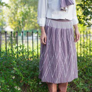 ジャカード編みという技法で編んでいるため、微妙に凸凹感がでて可愛いです。 綿100%なので優しい肌触りで、季節を問わずご使用いただけます。 全8種類と、カラーバリエーションも豊富です。