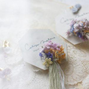 花束とちょうピアスblue