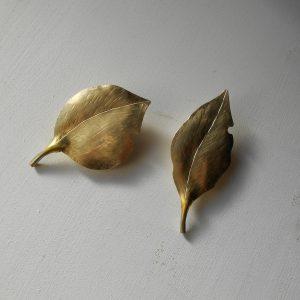 葉っぱ 真鍮だけど意外と軽い