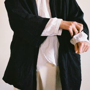 kimonoカラージャケット / black と カディファーマーズシャツ / gray stripe