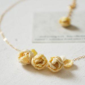 刺繍糸で編んだ薔薇のネックレス14kgf