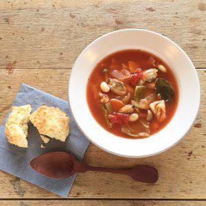 あさりと7種類の野菜を煮込んだ具沢山スープ。 いずれのスープ も化学調味料や添加物不使用で作っています。