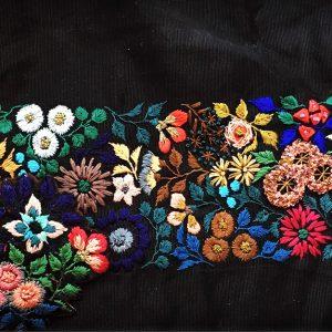手刺繍なので数に限りがありますが、どうぞよろしくお願い致します。