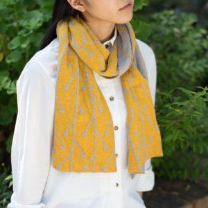 ジャカード編みという技法で編んでいるので表裏違った表情がリバーシブルで楽しめ、 綿100%なので優しい肌触りで、季節を問わずご使用いただけます。 全9種類と、カラーバリエーションも豊富です。