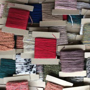 いろいろな素材の糸。