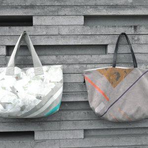 上品な印象のハンドルレザータイプ(右)とカジュアルな定番のトートバッグ(左)です。