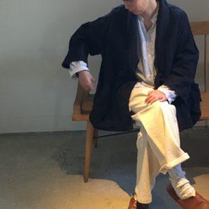 kimonoカラージャケット / black と ストリングラップパンツ / natural