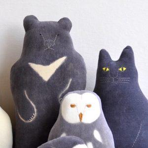 動物クッション(月の輪ぐま・フクロウ・黒ネコ)