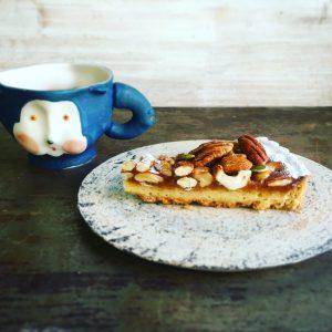 珈琲のおともに『木の実と蜂蜜のキャラメルタルト』