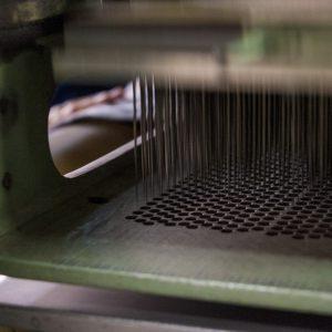 この針たちがニードルパンチの布地を作ってくれます。