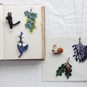 身近な動物や植物たちのブローチ