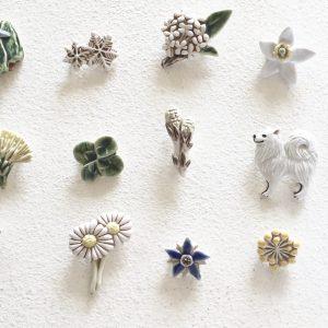 それぞれの季節に寄り添う、小さなブローチたち。