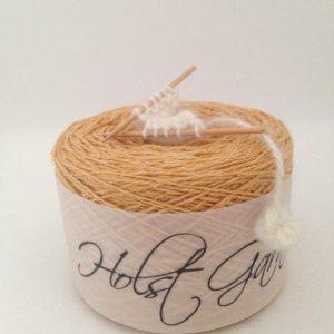 デンマークのHolstgarnは春先からの編み物もお楽しみ頂けるコットンが混合されたCOASTがオススメです!