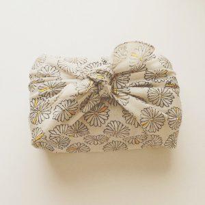 admiのハンカチはお弁当包みにぴったりのサイズです。