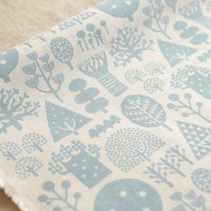 手刷りの生地「森/ブルー」綿麻