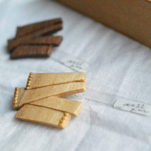 同じモチーフでも木材の種類で表情が変わります。