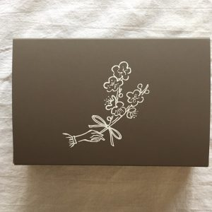 「あんの花束」3個入りはこちらの茶色のお箱に