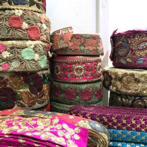 インド買い付けの刺繍リボン